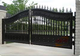 Carpinteria de aluminio y hierro puerta de entrada.